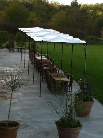 Domaine du Normandoux: terrasse du restaurant