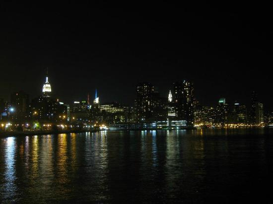 Manhattan Skyline: New York Marina
