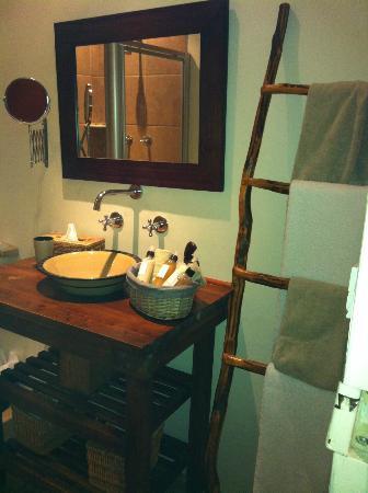 KhashaMongo Guesthouse: nice bathroom