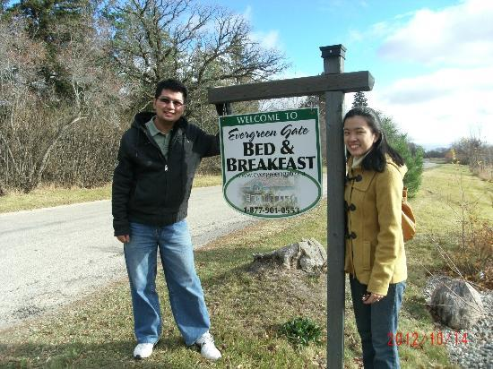 Evergreen Gate Bed and Breakfast: Posing by the sign
