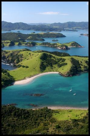 Kingfisher Yacht Charters : Waewaetorea Island in the forground. A special destination in the Bay Of Islands