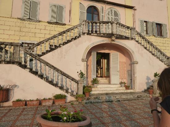 Villa Lecchi Residenza D'epoca: back of the hotel by the patio