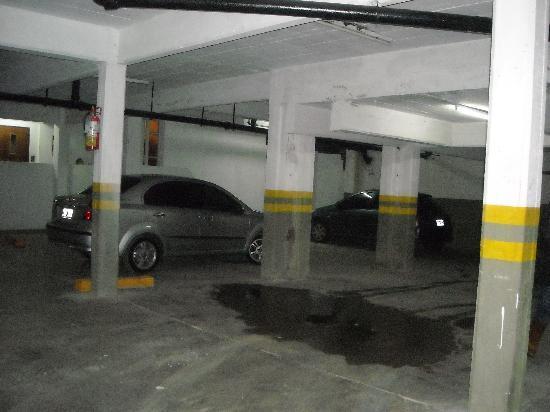 Pinamar Resort: cochera inundada.