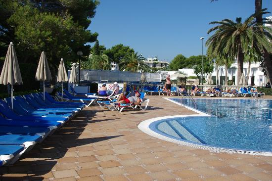 Grupotel Los Principes & Spa: More pool with beds