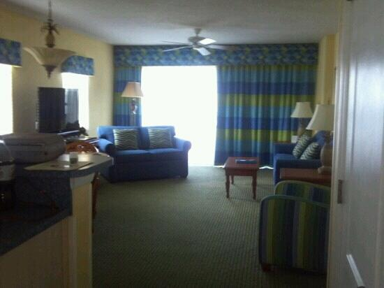 Resort on Cocoa Beach: view of the living area from kitchen