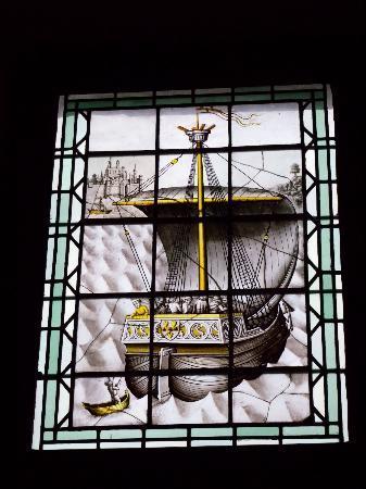 Palais Jacques Coeur vitrail bateau