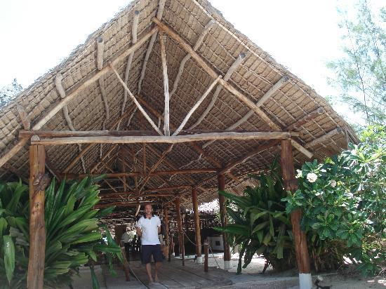 Hakuna Majiwe Beach Lodge: accoglienza da parte di Jonni