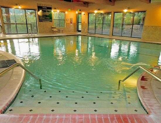 Running Y Ranch Resort : Large indoor swimming pool and spa with a lap area.
