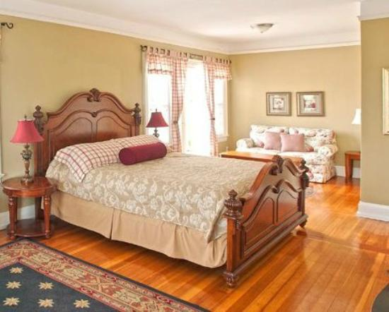 Nantucket Inn: Room 3, Luxury King