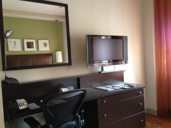 Glenn Hotel, Autograph Collection: Desk and TV. Room on 8th floor.