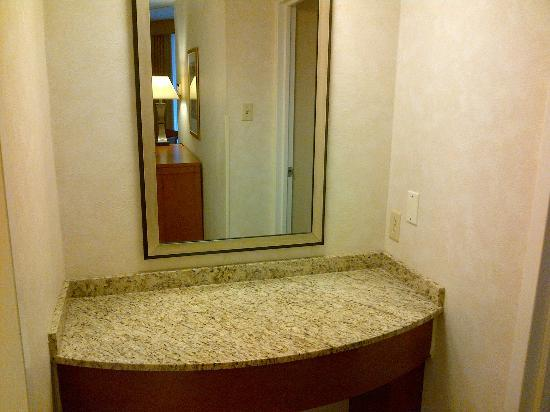 Embassy Suites by Hilton Philadelphia - Center City: Dressing area