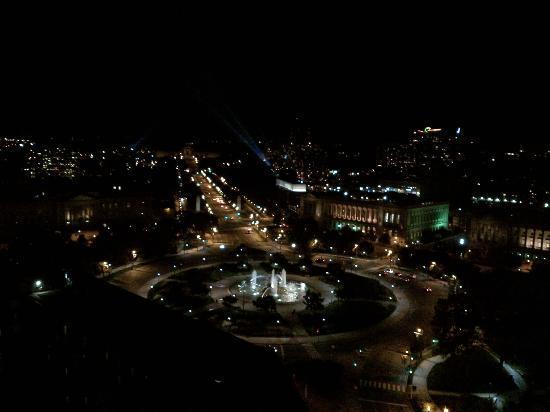 เอ็มบาสซี่ สวีทส์ ฟิลาเดเฟีย-เซ็นเตอร์ ซิตี้: View at night