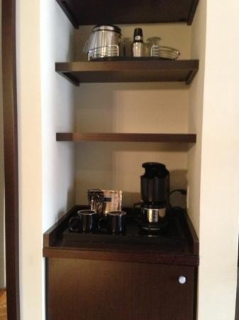 Glenn Hotel, Autograph Collection: Room 8th floor - coffee, tea, minibar.