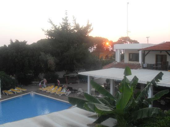 Pefkos Village Resort: Pool and dining Area