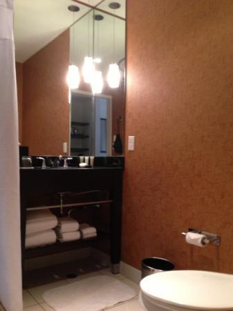 جلين هوتل  أوتوجراف كوليكشن: Room 8th floor - bathroom. 