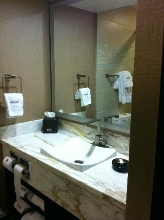 Luxe City Center Hotel: Very nice bathroom