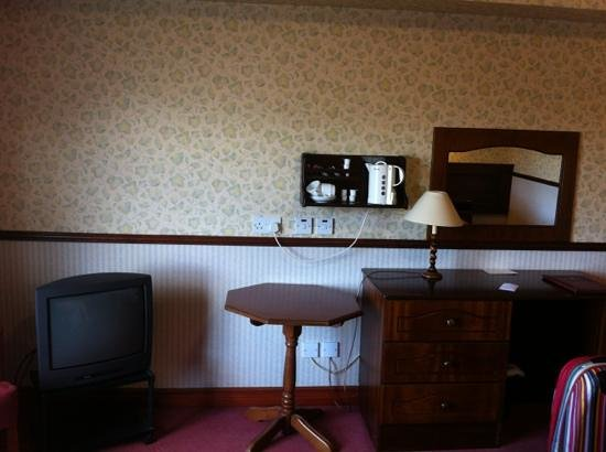 Seaview Hotel:                                     old tv
