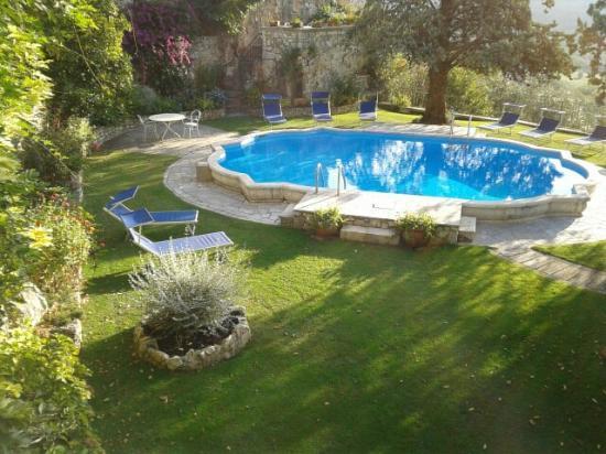 Hotel Villa Clodia: La piscina ( non calda ) dell'albergo