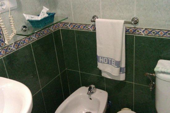 Hotel Cedrán: baño