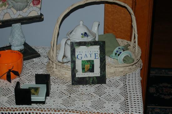 Garden Gate Bed and Breakfast : Quaint decor