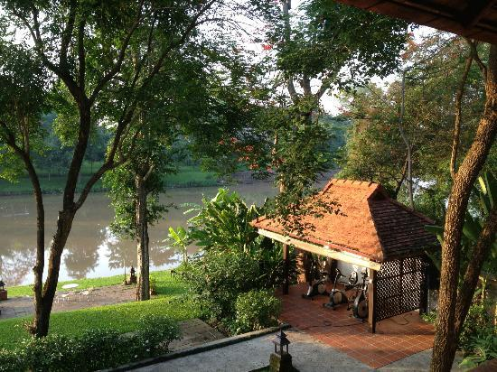 Lanna Dusita Boutique Resort by Andacura: Overlooking gym and river from room balcony