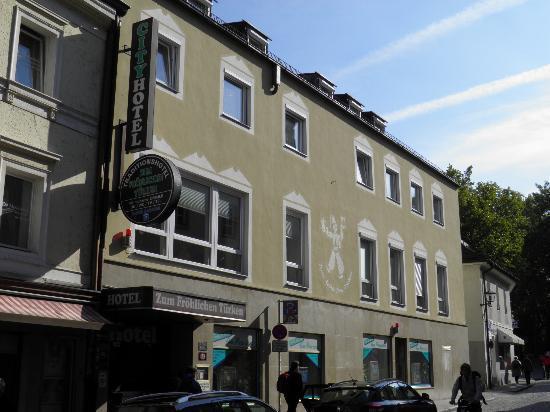 Hotel Zum Frohlichen Turken: Front of hotel