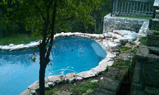 Country Door Inn: Pool & Water Fall