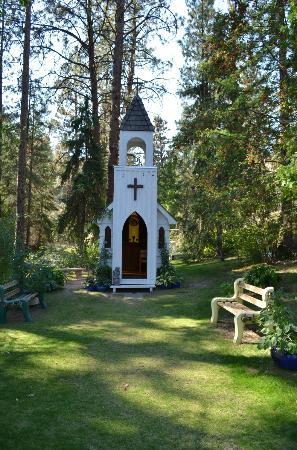 Wine Tours Gone South: The chapel at Hidden Chapel Winery