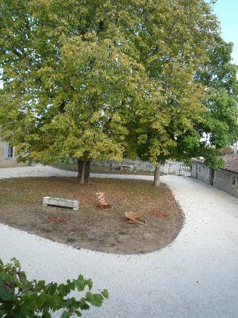 Domaine de Bel Air Carpe Diem: The garden, view from the room