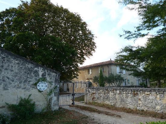 Domaine de Bel Air Carpe Diem: The hotel gate