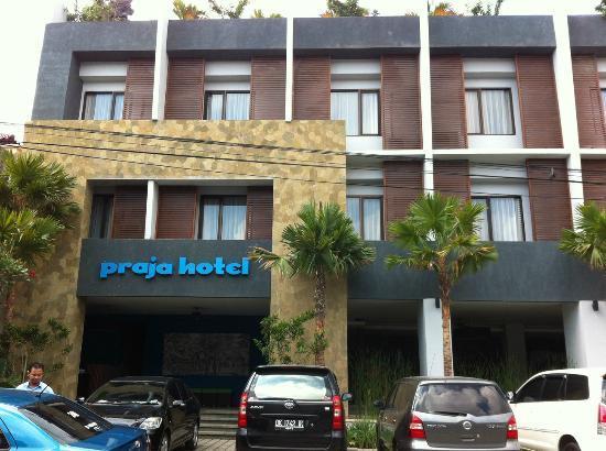 Praja Hotel Bali: Front