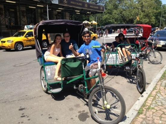 Central Park Pedicab Tours : Happy customer w/Vic
