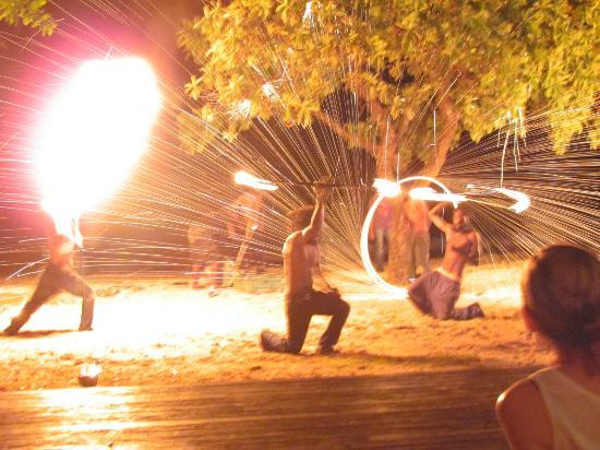 Eratap Beach Resort: Fire show spectacular