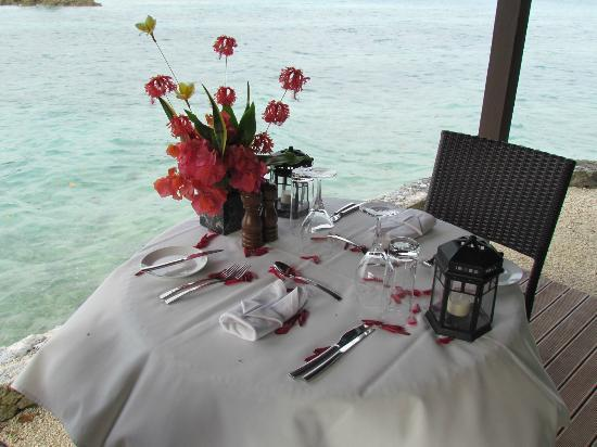 Eratap Beach Resort: romantic dinner