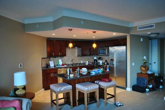 Honua Kai Resort & Spa: Well equipped modern kitchen