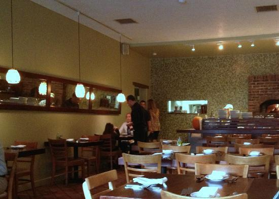 Cucina Restaurant and Wine Bar: Six o'clock and almost empty