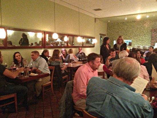 Cucina Restaurant and Wine Bar: Filled up in 15 minutes