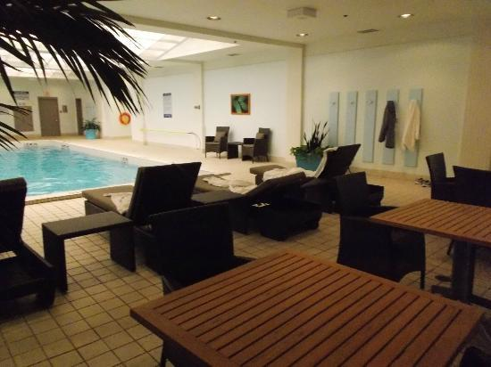 Fairmont Winnipeg: Pool Lounge