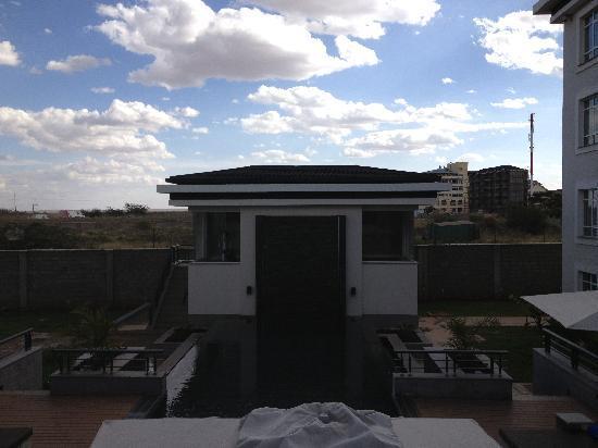 Eka Hotel Nairobi: Gym and pool