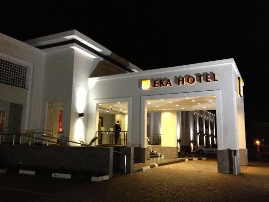 Eka Hotel Nairobi: Driveway