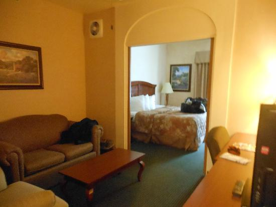 Inn on Barons Creek: A view of the King Deluxe room - although the bed was kind of small