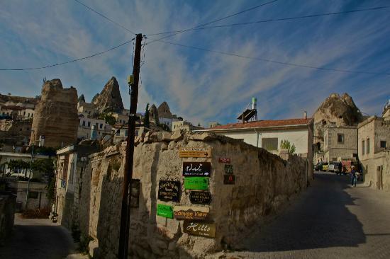 Aydinli Cave Hotel: neighbor area