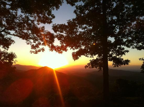 Primland: Beautiful sunrise from WOODCHUCK house