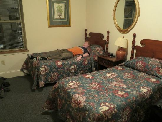 Adams Bed & Breakfast: Room 203 with two single beds