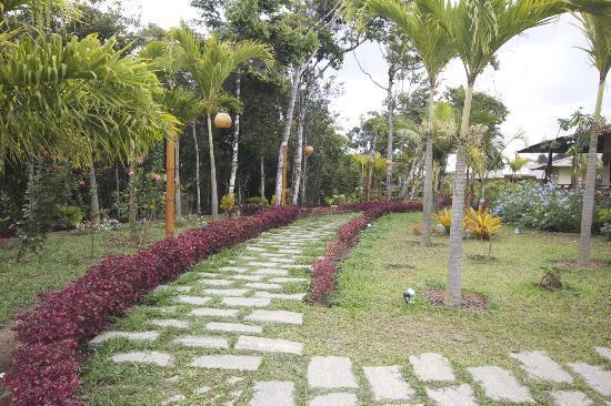 Guaramiranga, CE: Caminho que leva aos quartos.