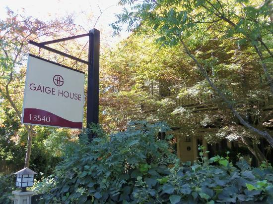 Gaige House + Ryokan: the sign visible from the road