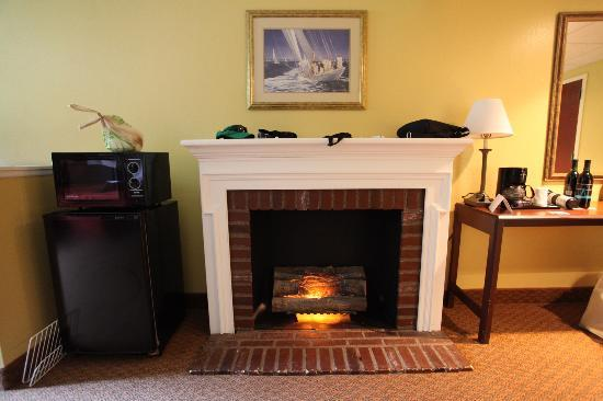 Hotel M, Mount Pocono: Fake Fireplace