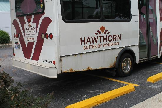Hawthorn Suites by Wyndham Airport Columbus East: Shuttle