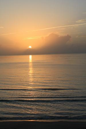 DoubleTree Suites by Hilton Melbourne Beach Oceanfront: Sunrise from the balcony