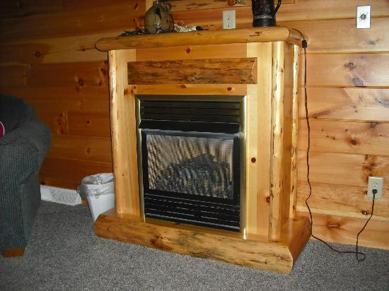 Blessings Lodge: cozy gas fireplace